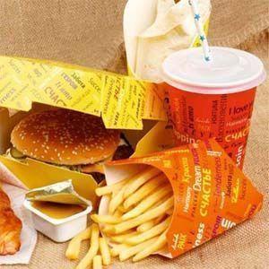Productos químicos en envoltorios de comida rápida que provocan cáncer