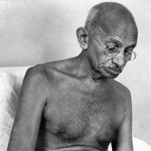 Mahatma Gandhi advierte sobre los peligros de la vacunación