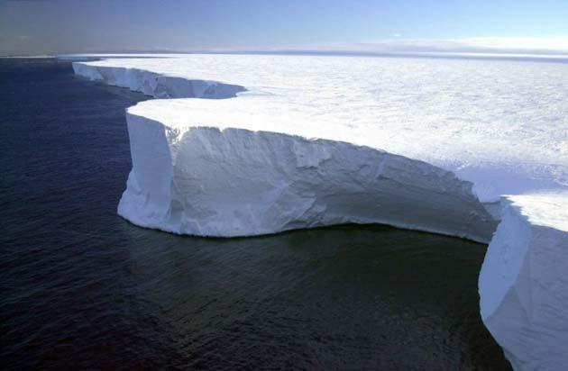 Iceberg, excursion antartida, barco ushuaia antartida, libros sobre la antartida, viajes a la antartida desde argentina.