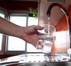 fluoruro de sodio en pasta dental, agua embotellada sin fluor, pasta dental con fluor, pasta de dientes con fluor.