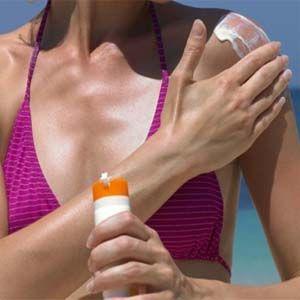 Cáncer de piel: ingredientes de los protectores solares entran en la sangre