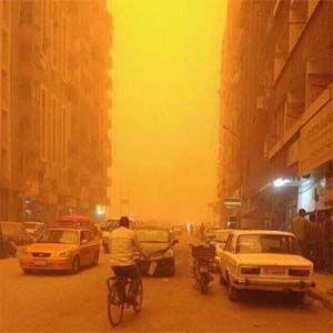 Tormenta de arena bíblica cambió el color del cielo a naranja