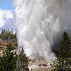 El Géiser Steamboat de Yellowstone indica que el área está bajo presión
