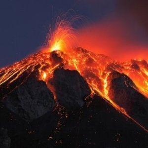 Récord de terremotos esta semana, 15 erupciones volcánicas, miles de evacuados