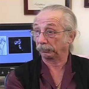 Bigelsen dice que el cáncer es un moho y enseña como vencer el cáncer de mama