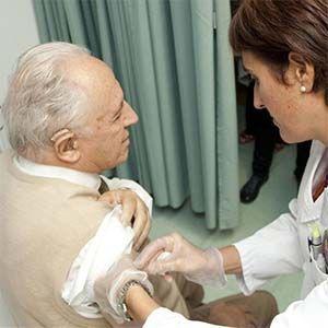 Los abuelos corren riesgo de muerte si reciben la vacuna contra la gripe.