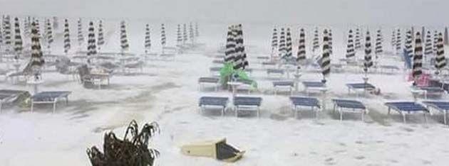 Cerdeña playas: tormenta de granizo después de una ola de calor