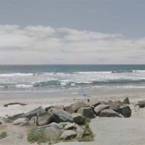 Según las autoridades, el olor viene del océano y no es tóxico