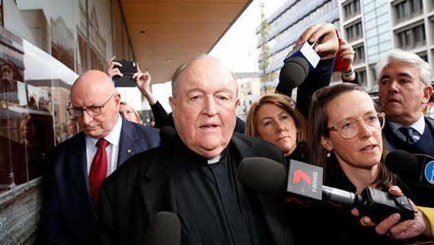 Biblia catolica: hubo 6 redadas en oficinas de la Iglesia