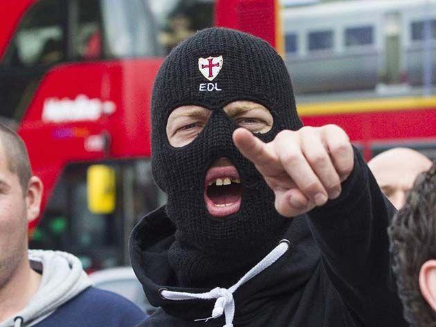 Inglaterra turismo: leer contenidos terroristas en línea: prisión