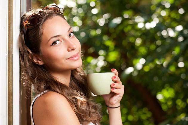Cafe en grano: Los bebedores de café tienen vidas más felices, según 2 estudios