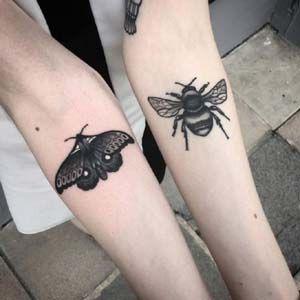 En estos días, cada vez son más y más populares los tatuajes de insectos