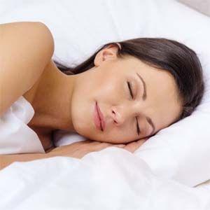 Como combatir el insomnio: los beneficios de dormir sin ropa