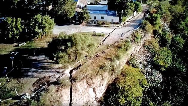 La tierra abierta: una grieta gigante se abre en Diamante, Argentina
