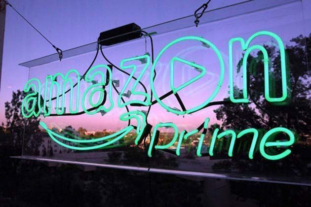 Amazon Prime es criticado por vender películas que promueven teorías de conspiración
