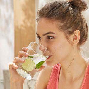 Beneficios de tomar agua: mantiene nuestras células y tejidos hidratados
