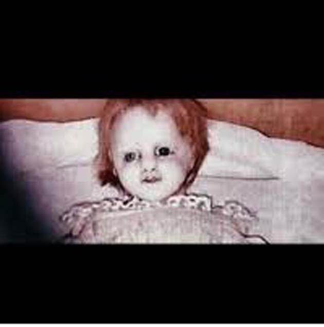 Embrujada: 1 rara fotografía de una extraña muñeca