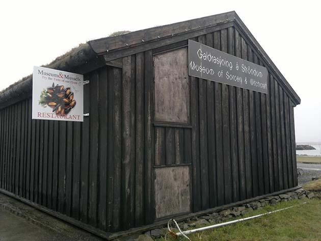 Hechizo: 1 Museo de Brujería Strandagaldur de Islandia