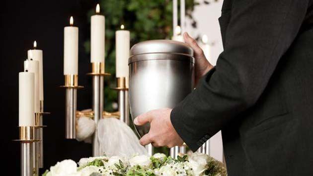 Cremacion de personas, los restos de su cuerpo, se mantienen dentro de una urna