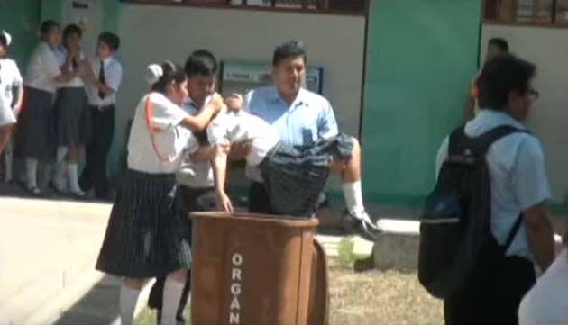 Posesión masiva en una escuela colombiana