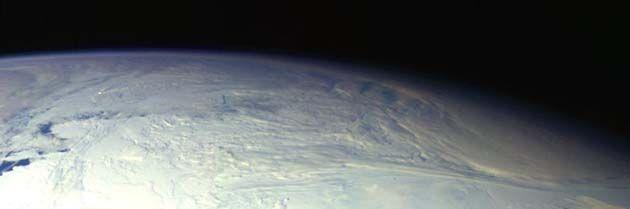 Google earth: muestra cara alienígena gris en la Antártida 2019