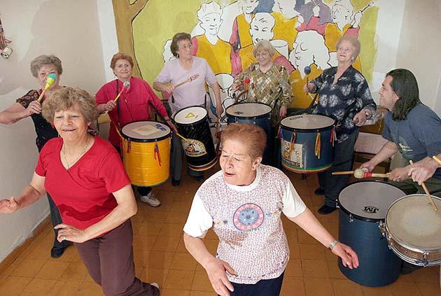 Clases de canto: 1 el canto ayuda a las personas con Parkinson