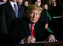 Pentágono: 1 Donald Trump firmó la Ley de la Fuerza Espacial