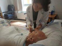 Musicoterapia para adultos: 1 puede reducir el dolor físico
