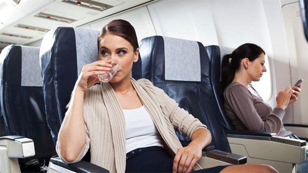00  Aerolíneas: agua contaminada con bacterias  00