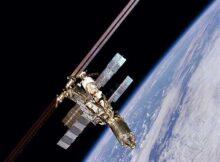 00 Cámara de la estación: OVNI chocando contra la ISS 00