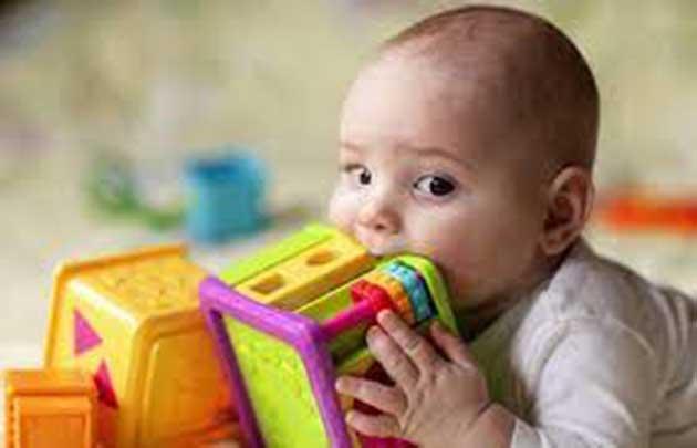 00 Bebés: expuestos a una gran cantidad de plástico 00